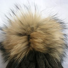 Vilnonė kepurė mod.49A pilka su natūralaus kailio bumbulu