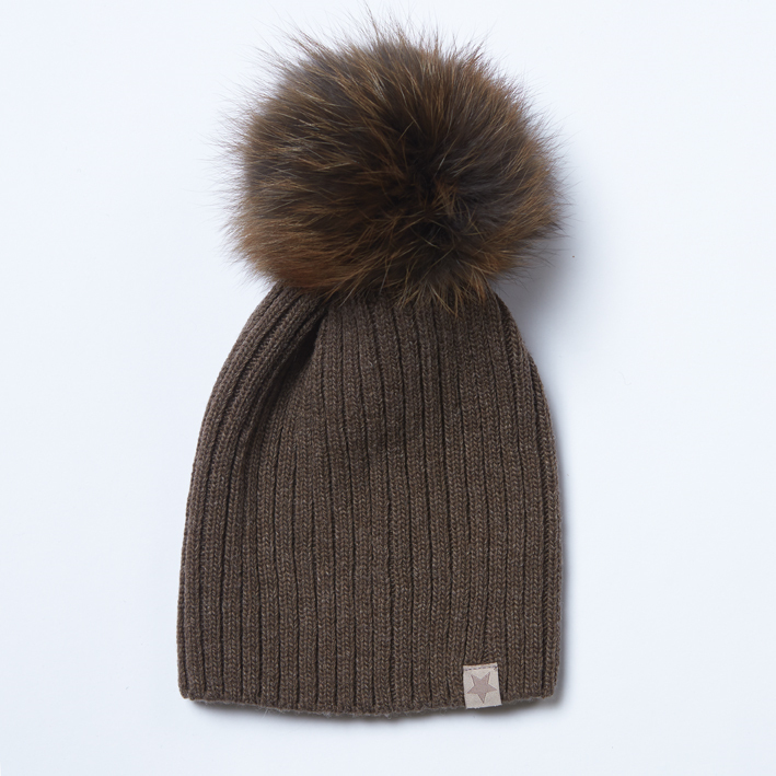 Vilnonė kepurė mod.49A nuga su natūralaus kailio bumbulu