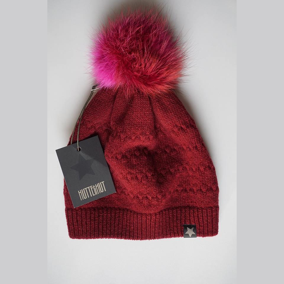 Vilnonė kepurė mod.51A bordo su natūralaus kailio bumbulu