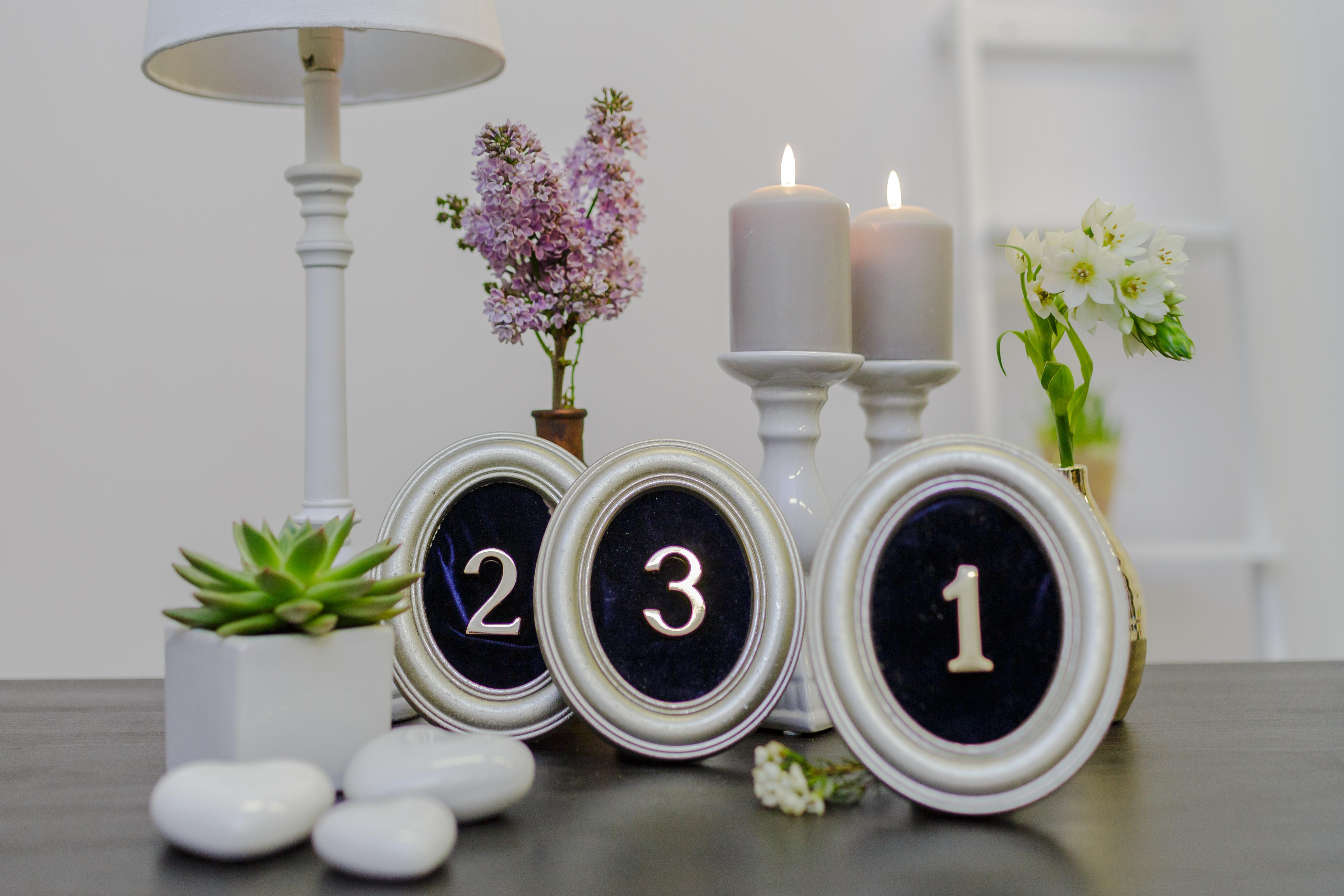 Ovalūs perlamutro spalvos rėmeliai su skaičiumi (RM-6)
