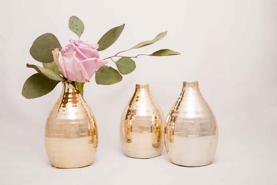 Lašo formos blizgi aukso spalvos vazelė (Vv-5)