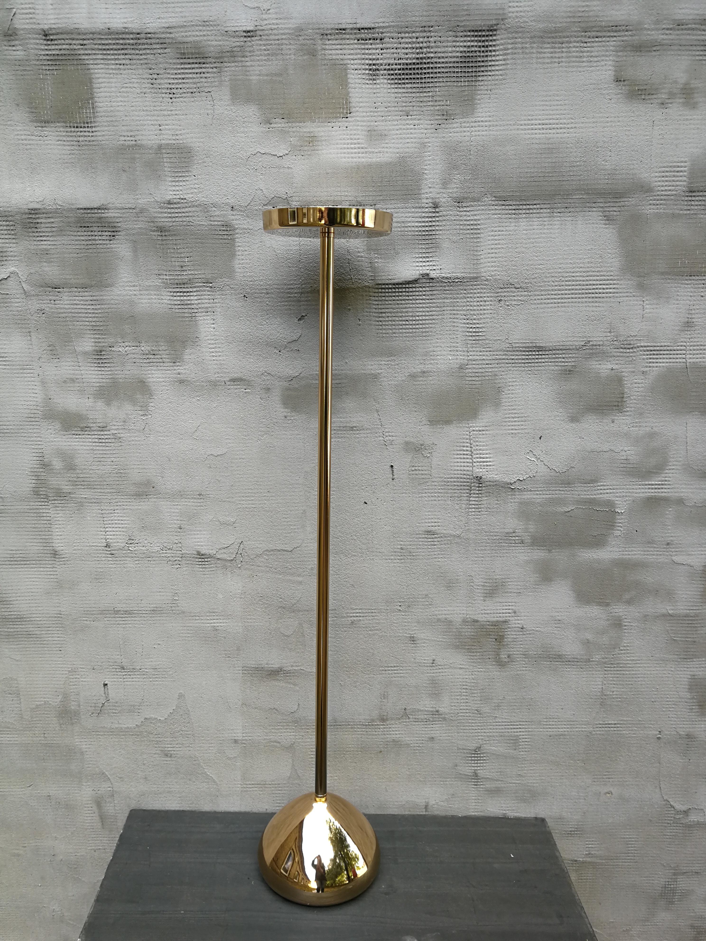 Blizgus aukso spalvos aukštas stovas - žvakidė (Ž-56)