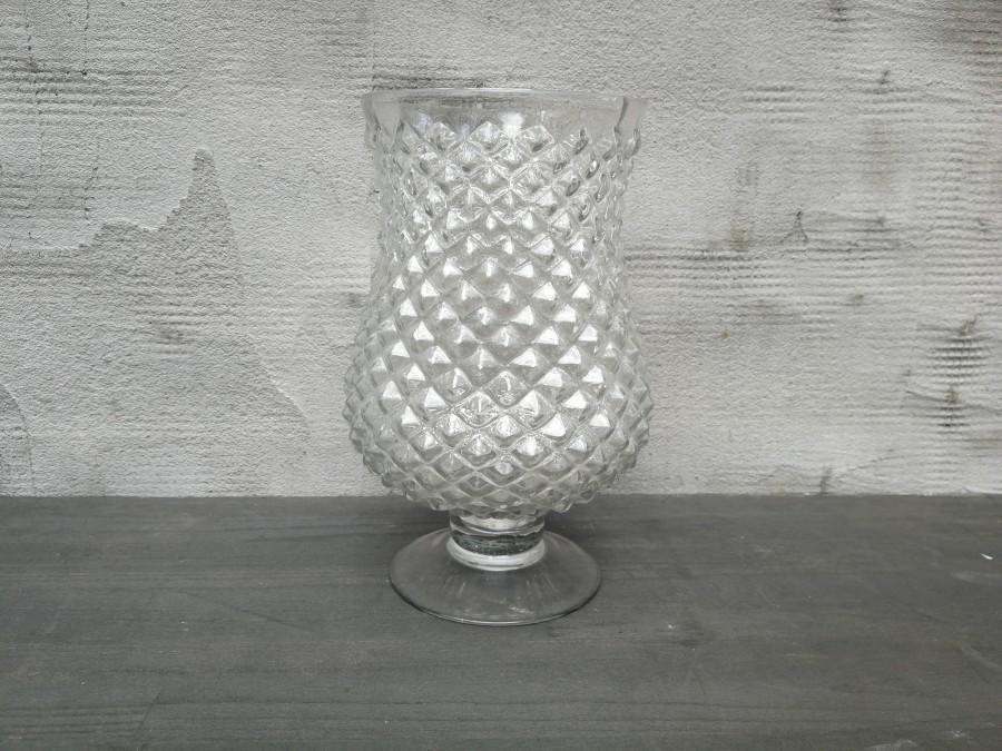 Raižyto stiklo vaza ant kojelės (Vz-10)