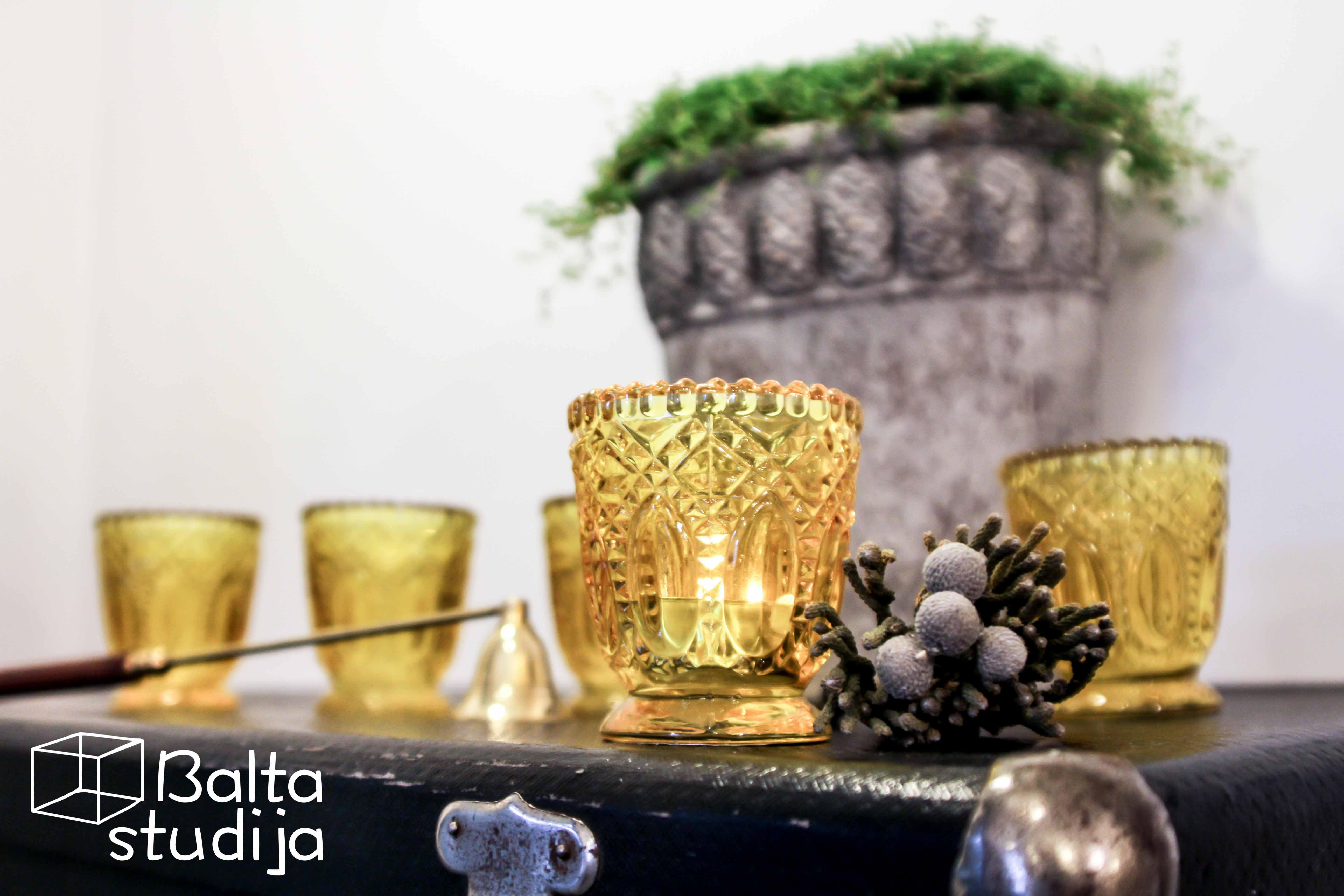 Raižyta nedidelė žvakidė (Ž-15)