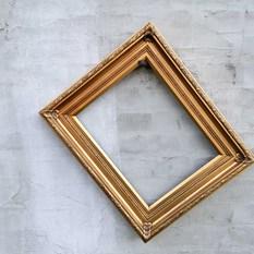 Vidutinio dydžio aukso spalvos rėmas (R-4)